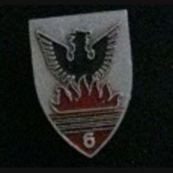 6° RCA : insigne du 6° régiment de chasseurs d'Afrique en aluminium peint de chez Augis (L7)
