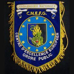 GENDARMERIE : fanion du C.N.E.F.G. centre d'excellence européen ordre public en canetille de superbe fabrication (C168)