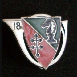18° RCH : 18° régiment de chasseurs de fabrication Arthus Bertrand Paris (poinçon) en émail (L89)