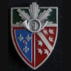 1° RCH : insigne alu du 1° régiment de chasseurs de fabrication Augis Lyon peint avec le 1 dans le cor (L84)