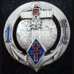 1° RIC : insigne métallique du 1° régiment d'infanterie coloniale de fabrication Arthus Bertrand H. 179 de 1950 (L180)
