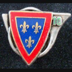 10° RCH : insigne métallique du 10° régiment de chasseurs de fabrication Fraisse G. 2733