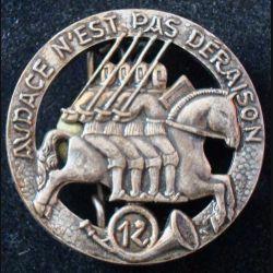 12° RCH : insigne métallique du 12° régiment de chasseurs de fabrication Drago G. 2365
