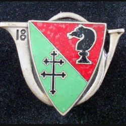 18° RCH : insigne métallique du 18° régiment de chasseurs de fabrication Drago G. 1414 en émail