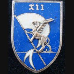 12° BM : 12° brigade mécanisée (lettres XII) de fabrication Drago Paris G. 2283 en émail (L83)