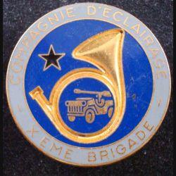 10° BM : insigne métallique de la compagnie d'éclairage de la 10° brigade mécanisée de fabrication Fraisse