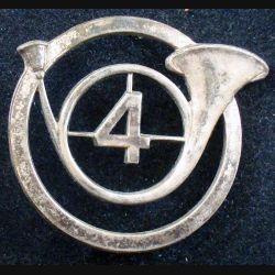 4° RCH : insigne métallique de béret du 4° régiment de chasseurs de fabrication Drago G. 1144 (L86)
