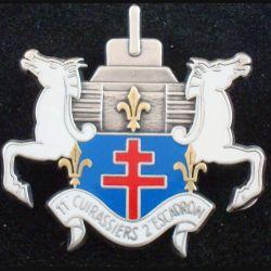 11° RC : insigne métallique du 2° escadron du 11° régiment de cuirassiers de fabrication Balme Saumur Retirage
