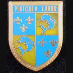 12° RC : insigne métallique de dissolution du 12° régiment de cuirassiers de fabrication Fraisse Paris daté