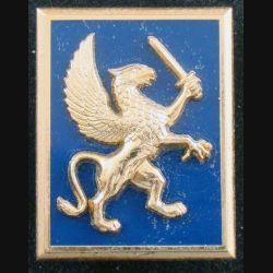 12° DLB : insigne métallique de la 12° division légère blindée de fabrication Balme G. 3253 griffon doré à droite