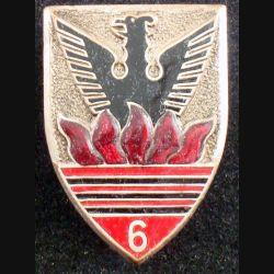 6° RCA : insigne métallique du 6° régiment de chasseurs d'Afrique de fabrication Drago Béranger H. 157 5 flammes en émail (L7)