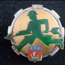 1° ET : Insigne métallique du 1° escadron du train en émail et sans nom de fabrication (124)