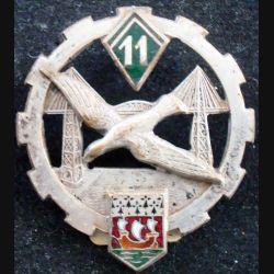 11° ET : Insigne métallique du 11° escadron du train de fabrication Drago Béranger en émail, épingle coupée (L123)