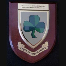 Plaque en bois avec nsigne de la Police Nord Irlandaise du Commandement de la 38° Brigade (C168)