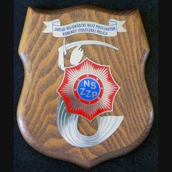 Plaque avec insigne de la Police polonaise métallique sur écu de bois (C168)