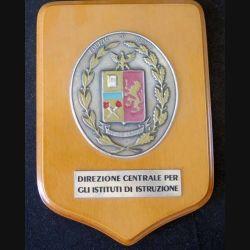 Plaque avec insigne de la Police italienne Di Stato métallique sur écu de bois dans sa boite (C168)