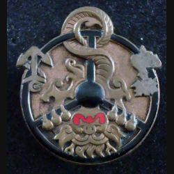 MCA SA : Insigne métallique de Moniteur de Conduite Automobile SUD ANNAM de fabrication Drago Paris modèle plein (L129)