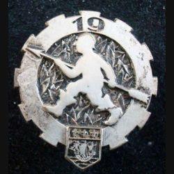19° ET : Insigne métallique du 19° Escadron du Train DRAGO BERANGER métal (L123)