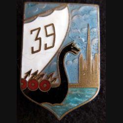 39° RI : insigne métallique du 39° Régiment d'Infanterie de fabrication Arthus Bertrand Paris Déposé en émail
