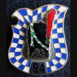 94° RI : Insigne métallique du 94° régiment d'infanterie de fabrication Delsart G. 1635