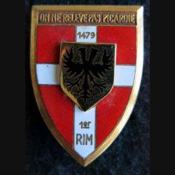1° RI: insigne métallique du 1° régiment d''infanterie de fabrication Arthus Bertrand Paris émail