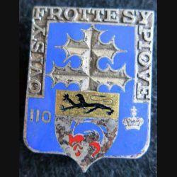 110° RI : insigne métallique du 110° régiment d'infanterie de fabrication Drago Paris H. 114 en émail boléro oblong
