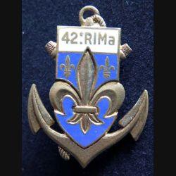 42° RIMa : Insigne métallique du 42° Régiment d'Infanterie de Marine de fabrication DRAGO PARIS G. 2081 en émail