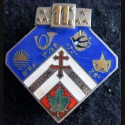 """11° DI : Insigne métallique de la 11° division d'infanterie """"division de fer"""" 1939-1940 Arthus Bertrand Paris Déposé en émail"""