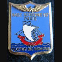BA 117 : insigne métallique de la base aérienne 117 de Paris Drago Paris A. 1156