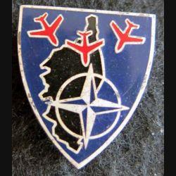 BA 126 : insigne métallique de la base aérienne 126 de Solenzara en Corse de fabrication Drago A. 869 en émail