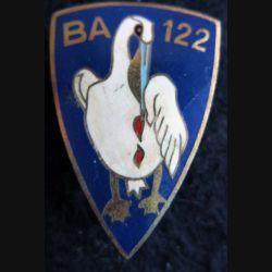 BA 122 : insigne métallique de la base aérienne 122 de fabrication Arémail Paris en émail