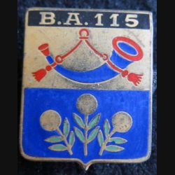 BA 115 : insigne métallique de la base aérienne 115 d'Orange de fabrication Drago Paris A. 640 dos guilloché en émail