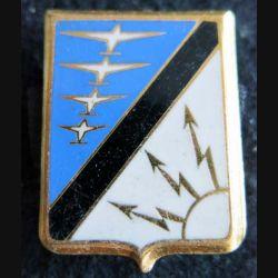 CDC 07 - 927 : insigne métallique du centre détection et contrôle 07-927 Drago Paris A. 568 dos guilloché et doré