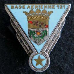 BA 121 : insigne métallique de la base aérienne 121 d'Essey les Nancy en émail de fabrication Drago A. 510