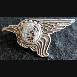 BA 107 : insigne métallique de la base aérienne 107 Villacoublay de fabrication Drago Paris A. 938 en émail