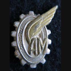 AM BER : insigne métallique des apprentis mécaniciens avec sigle BER de fabrication Drago A. 934