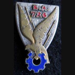 BE 726 : insigne métallique de la base école 726 de Nimes de fabrication Drago Paris A. 591 émail  épingle cassée.