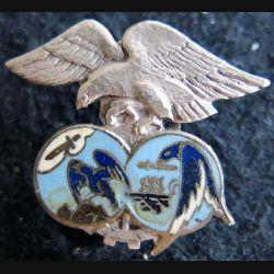 BE 701 : insigne métallique de la base école 701 de Salon Drago Paris A. 831 en émail