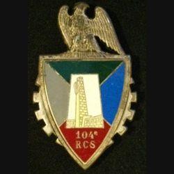 104° RCS : insigne métallique du 104° régiment de commandement et des services de fabrication Fraisse G. 2751