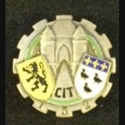 152° CIT : insigne métallique du 152° centre d'instruction du train de fabrication Drago Paris G. 1364 guilloché en émail