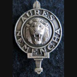 AURES NEMENCHA : insigne métallique de béret des troupes d'Aurès Némencha de fabrication Drago G.1337