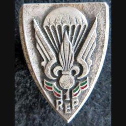 1° REP : insigne métallique du 1° régiment étranger parachutiste de fabrication Drago Paris émail