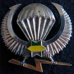 GABON : insigne de brevet  parachutiste gabonais type 2 de fabrication Delsart Sens