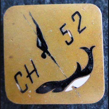 CHASSEUR 52 : insigne métallique du chasseur de mines 52 de fabrication Augis Lyon en émail