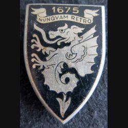 12° RD : insigne métallique du 12° régiment de dragons de fabrication Drago Paris G. 1093 émail