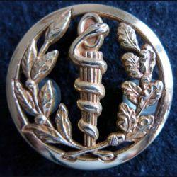 SERVICE DE SANTE : insigne métallique de béret du service de santé de fabrication Coinderoux Paris