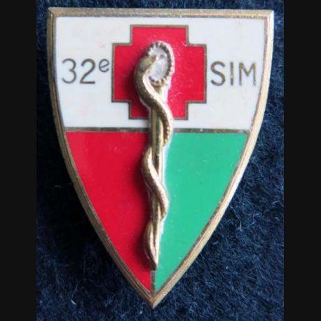 32° SIM : insigne métallique de la 32° section d'infirmiers militaires de fabrication Drago Paris G. 1780