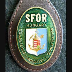 SFOR HUNGARY : insigne métallique du détachement hongrois de la SFOR sur cuir