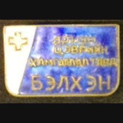 MONGOLIE : insigne de la croix rouge mongole en émail de largeur 3,6 cm