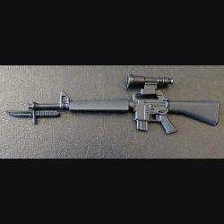 Fusil d'Assaut US M 16 en réduction de 17 cm de longueur avec lunette et baïonnette